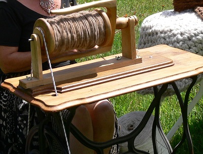 treadle sewing machine converts to spinning wheel